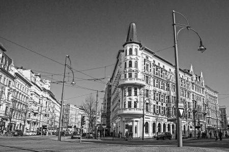 Denkmalgeschütztes Geschäftshaus mit 3 Läden und 11 Büros in Magdeburg-Altstadt